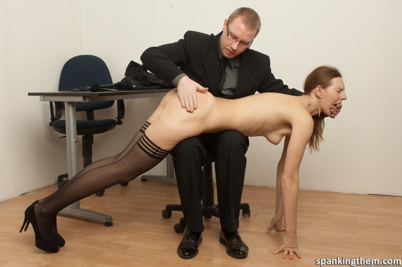 Играть в игры секс наказание секретарши