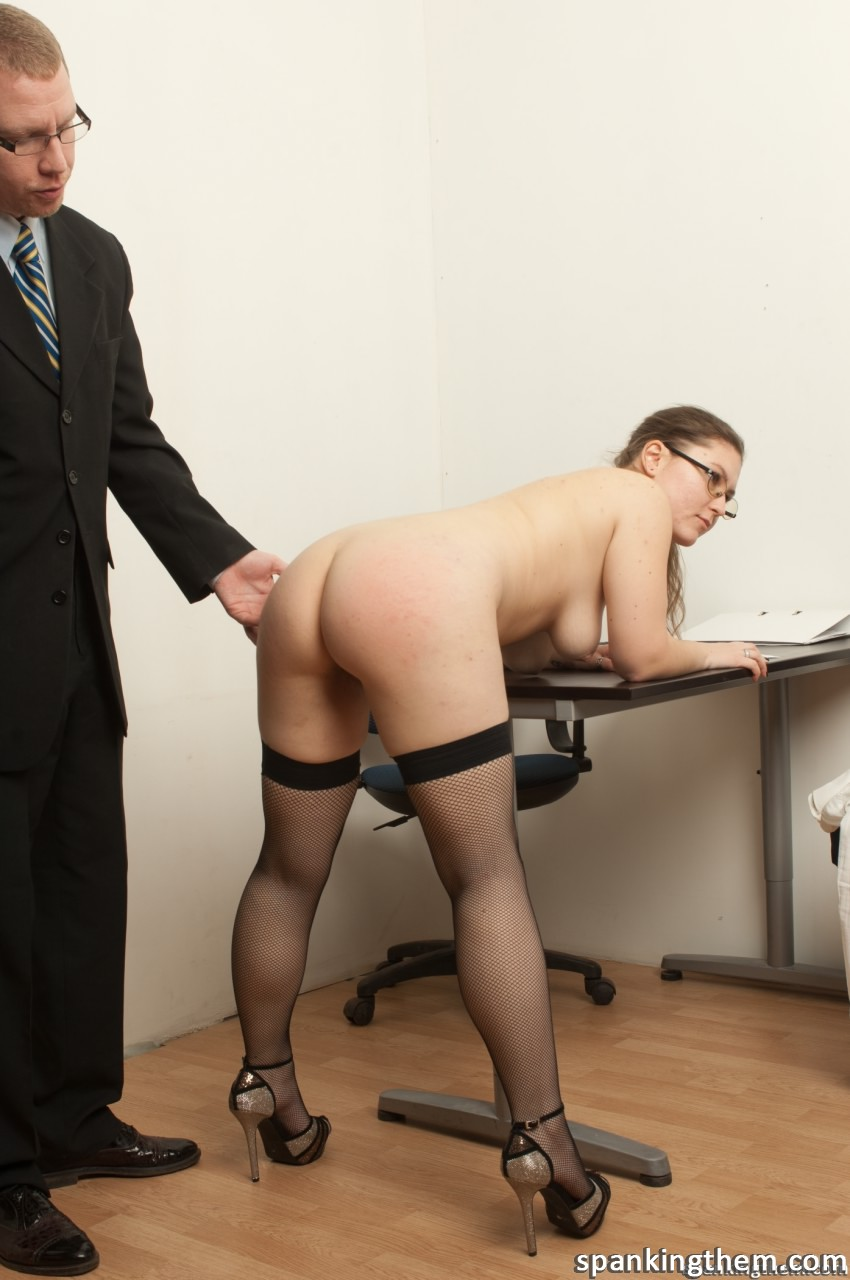 фото спанк наказание секретарши испытывает
